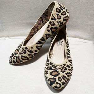 Sketchers Cleo Bewitched Natural Leopard Flats